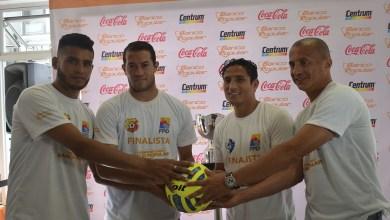 Photo of Finalistas tuvieron de cerca el trofeo del futuro campeón de copa
