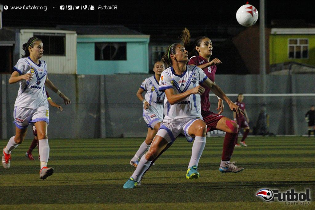 Los equipos dieron todo en la cancha, en un juego muy intenso. Foto: Steban Castro