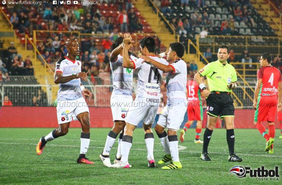 Alajuelense se mantiene en la cuarta posición. Foto: Rubén Murillo.
