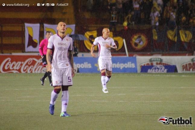 Goleador defensivo. Francisco Calvo nuevamente anotó a favor del Saprissa. Foto: Steban Castro.