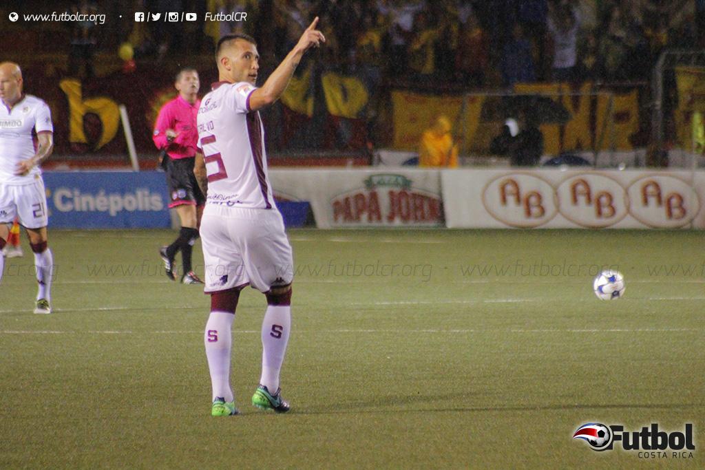 Descuento. Francisco Calvó le anotó a su ex equipo mas no fue suficiente para empatar el partido. Foto: Steban Castro.