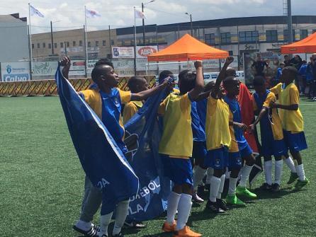 XV Torneo Internacional Infantil de Fútbol 7 de Carballo 2019. AFA Campeón. Celebración 01