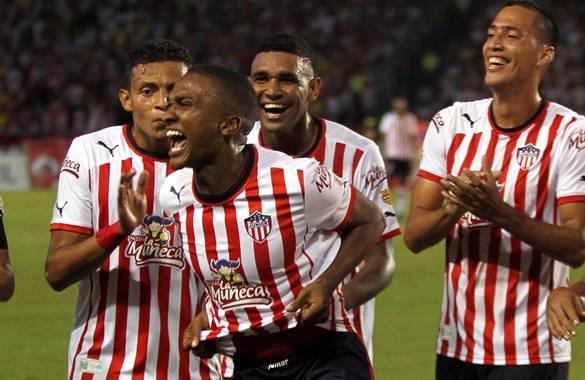 Iván Vélez celebra el gol que le dio a Junior la clasificación frente a Atlético Nacional.