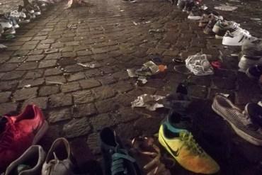 Le scarpe perse nei disordini di piazza San Carlo