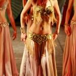 """La danza orientale diventa """"terapia"""", allena l'autostima con sensualità."""