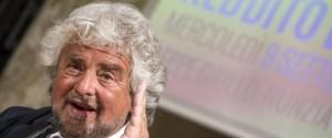 Beppe Grillo durante la conferenza stampa al Senato sul reddito di cittadinanza, Roma, 09 settembre 2015. ANSA/ ANGELO CARCONI