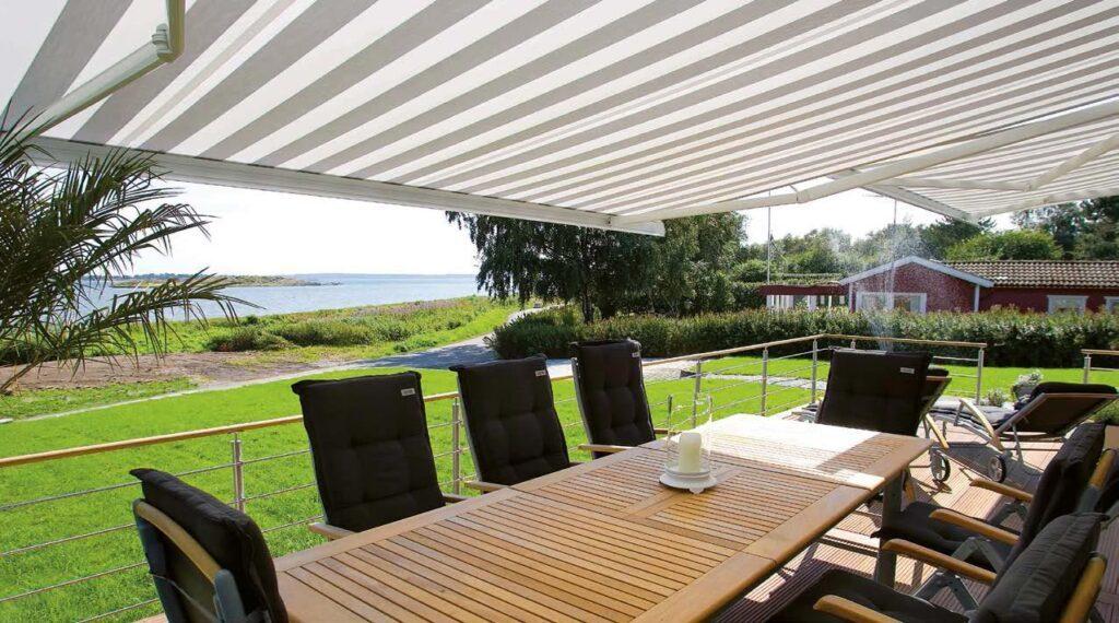 Con le tende da esterno oggi la nostra famiglia ha uno spazio in più, riparato e funzionale, per goderci la bella stagione. Tende Da Esterno Tipologie E Modelli Futura Infissi