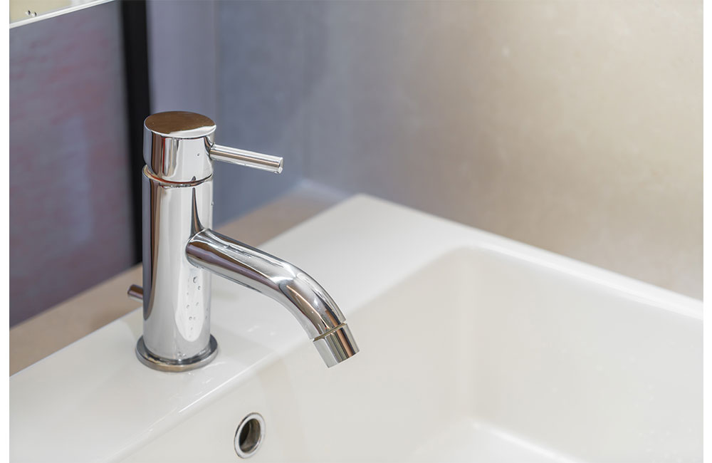 how to remove bathtub faucet