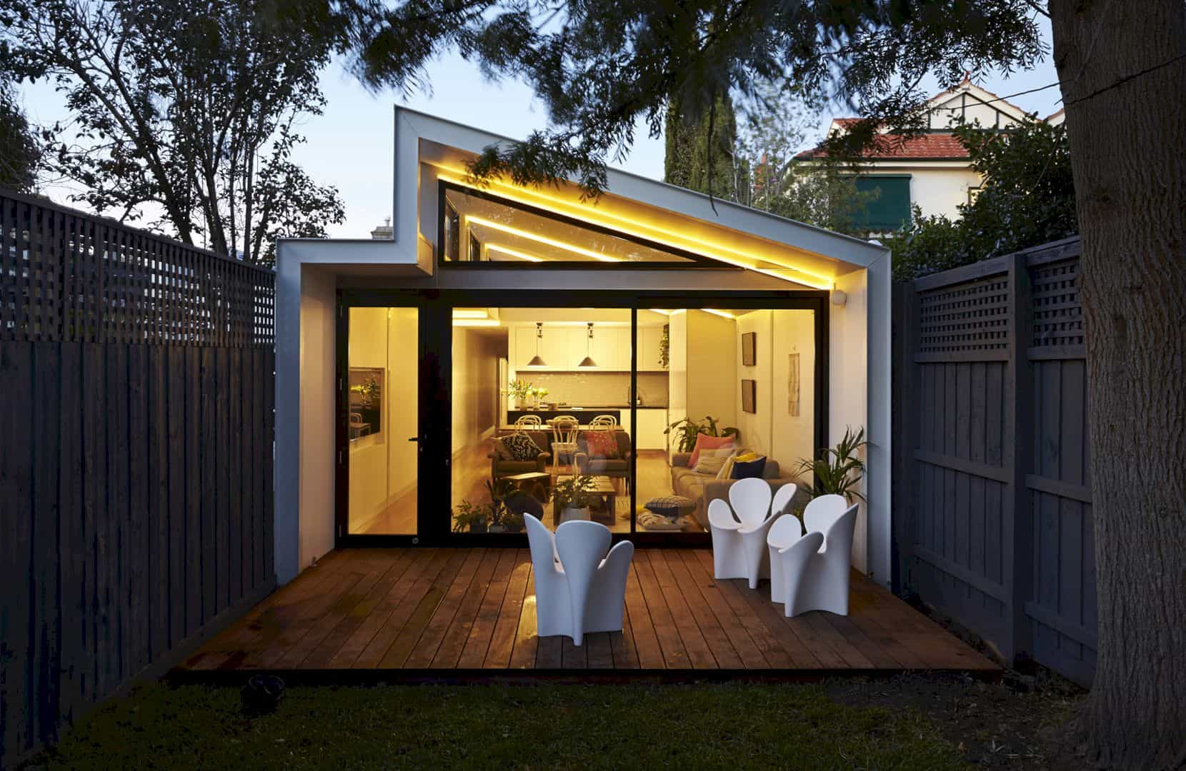 A Boundary to Boundary Row House in Elsternwick