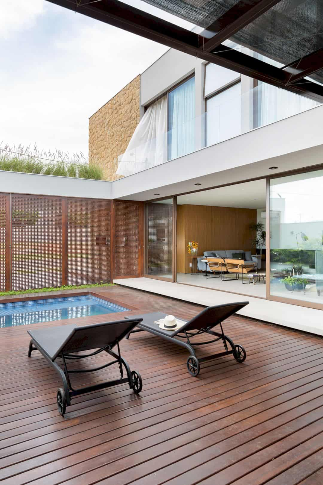 """I House: An Easy-to-Maintain Dwelling with Conducive Environments and """"I"""" Format of Volume"""