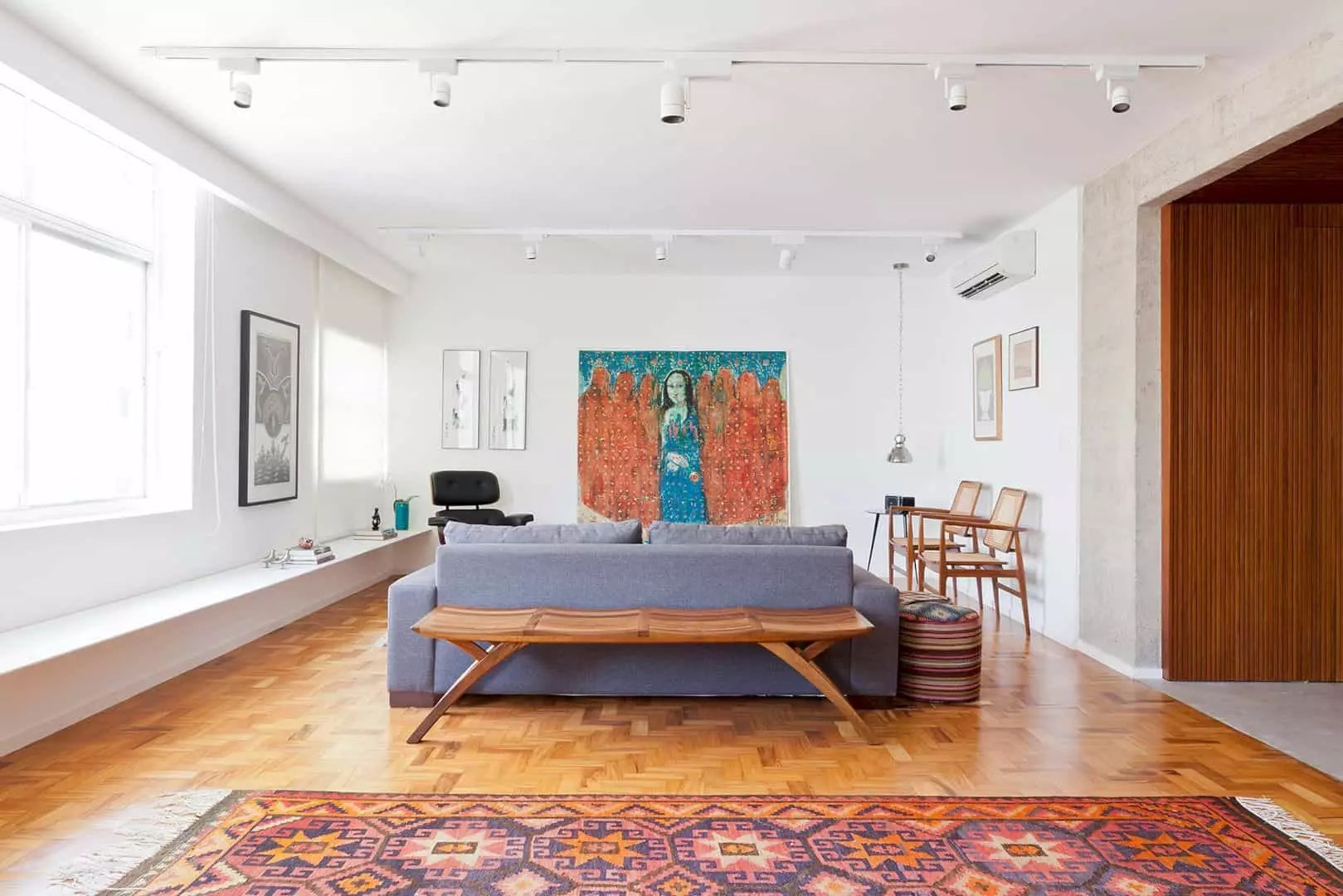 Jardins Apartment: A Comfortable Apartment with Original Identity and Ample Environments
