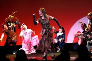 八嶋智子 on Stage