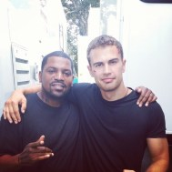 Theo James and Mekhi Phifer hang out on Insurgent set