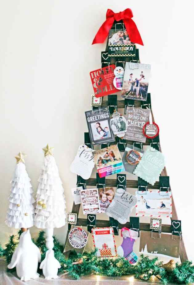 Christmas tree Mousetrap holiday card holder. Click over to find the pattern to make this simple project!