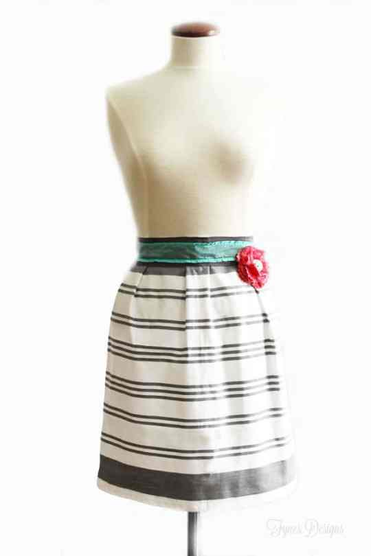 Create this apron in 1 dish towel, a piece of ribbon and 10 Mins of your time! #apron #sew #sewing #beginner #crafts #DIY #ribbon