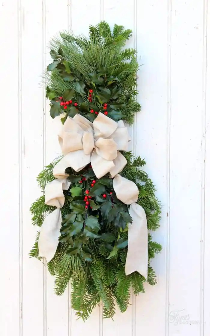 learn to make a christmas swag with this easy to follow tutorial - Christmas Swag Decorations