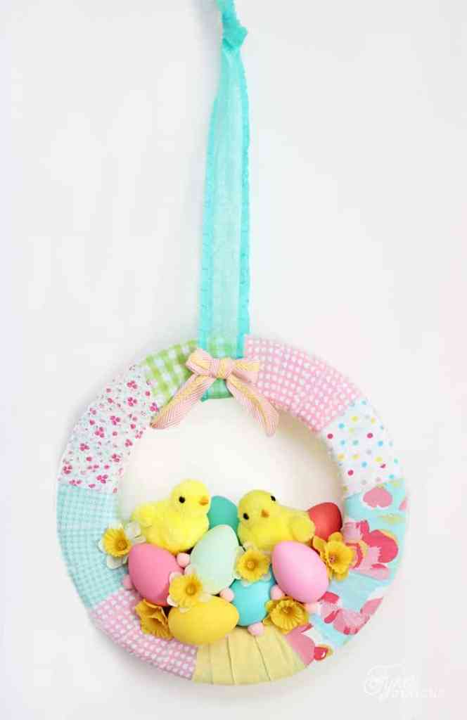 Spring Wreath with chicks. Sweet Easter Decoration idea