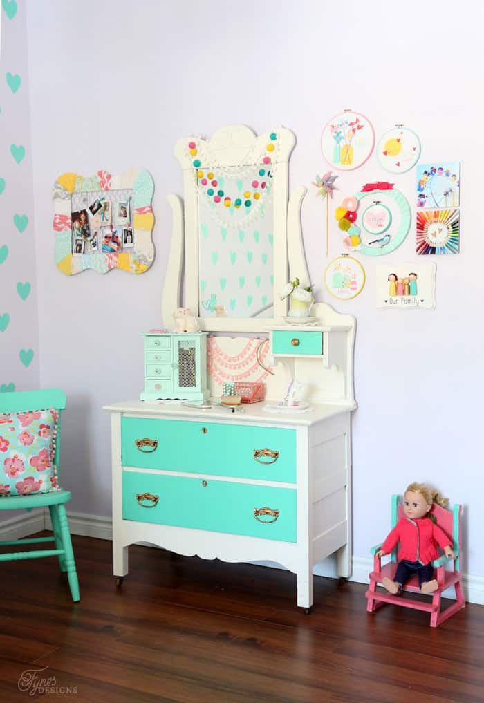 Top 10 Cheap Bedroom Decoration Ideas for Girls featured by top US DIY and interior design blog, Fynes Designs: Sweet girls bedroom decor ideas