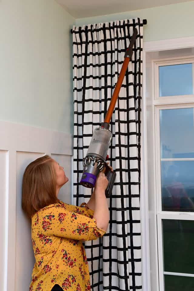 Cleaning hard to reach areas with the Dyson Cyclone V10