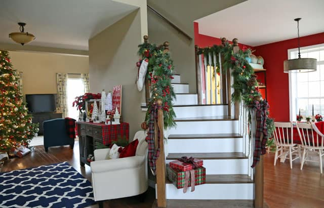 Tips to decorate your banister for Christmas