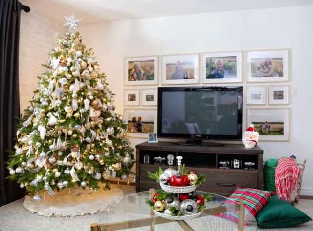 Christmas Home Decor Tour featured by top US design blog, Fynes Designs: Christmas living room