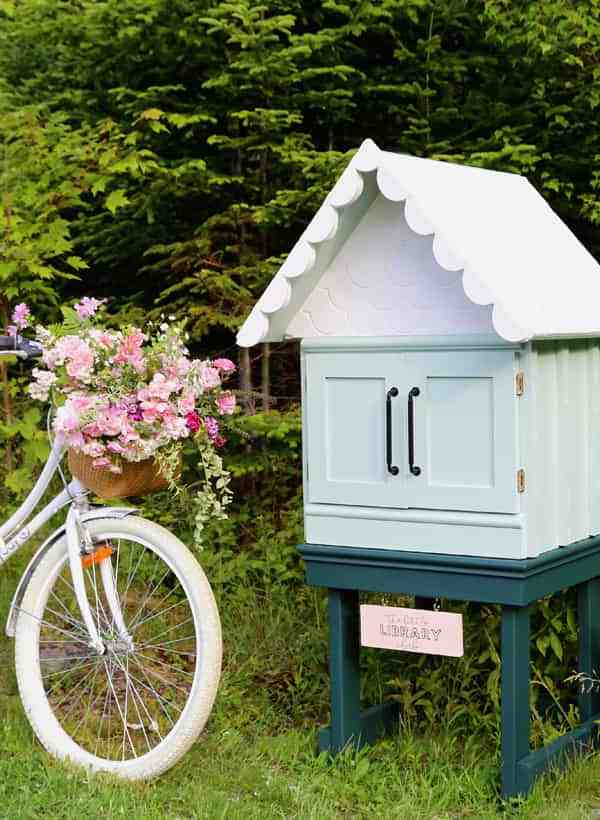 How to Make an Adorable DIY Little Free Library