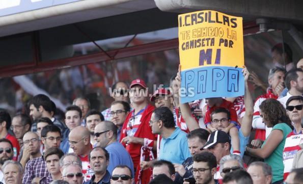Pancartas a Casillas en Los Cármenes. Imagen LFP