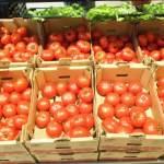 """Ce mâncăm: Aproape jumătate din probele de roșii din programul """"Tomate românești"""" au conținut reziduuri de pesticide"""