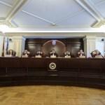 CCR a respins inițiativele de revizuire a Constituției: Interzicerea amnistiei sau grațierii pentru fapte de corupție încalcă limitele revizuirii / Inițiativele fuseseră depuse în urma referendumului din 26 mai inițiat de președintele Klaus Iohannis
