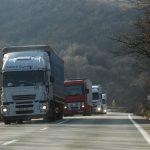 Reguli dure pentru transportatorii din UE, cu bătaie pentru cei din Est: Camioanele trebuie să se întoarcă la centrul operațional al firmei la fiecare opt săptămâni/ Cresc cheltuielile cu șoferii de TIR, care nu se vor mai putea odihni în cabina camionului în weekend