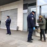 """Peste 5.600 de români au încălcat măsura privind restricţionarea circulaţiei încă din prima zi în care a fost impusă. Polițiștii au dat amenzi de peste șapte milioane de lei / Unii au ieșit cu peștișorul sau pisica la """"plimbare"""""""