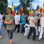 VIDEO UPDATE Jandarmeria a dat amenzi de peste 16.000 de lei/ Un grup de 200 de persoane fără măști protestează și recită rugăciuni în Piața Victoriei, împotriva carantinei. Evenimentul a fost organizat de Iosefina Pascal, promovată de Sputnik și Antena 3