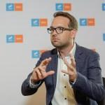 VIDEO INTERVIU Cine este neamțul născut și crescut în Germania care candidează la primăria Timișoarei / Dominic Fritz: Robu este un primar care a promis foarte multe și a făcut foarte puțin