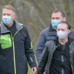 """Cîțu în contradicție cu Iohannis: Masca nu se scoate înainte de 1 iunie. Premierul a spus că nu știe """"care este planul domnului președinte"""". Iohannis a anunțat că masca nu mai este obligatorie în exterior, începând din 15 mai"""