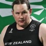 Prima halterofilă transgender la Jocurile Olimpice, o atletă care a început să câștige medalii după schimbarea de sex. Adversarii: Dopaj legal, o glumă proastă