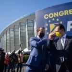 """LIVE Florin Cîțu conduce confortabil după primele voturi numărate / Scandal între tabere. Mai mulți delegați și-au fotografiat votul sau au intrat câte doi în cabină. Orban acuză tabăra Cîțu că a controlat votul delegaților: """"Să le fie ruşine! Asta nu e democraţie!"""""""