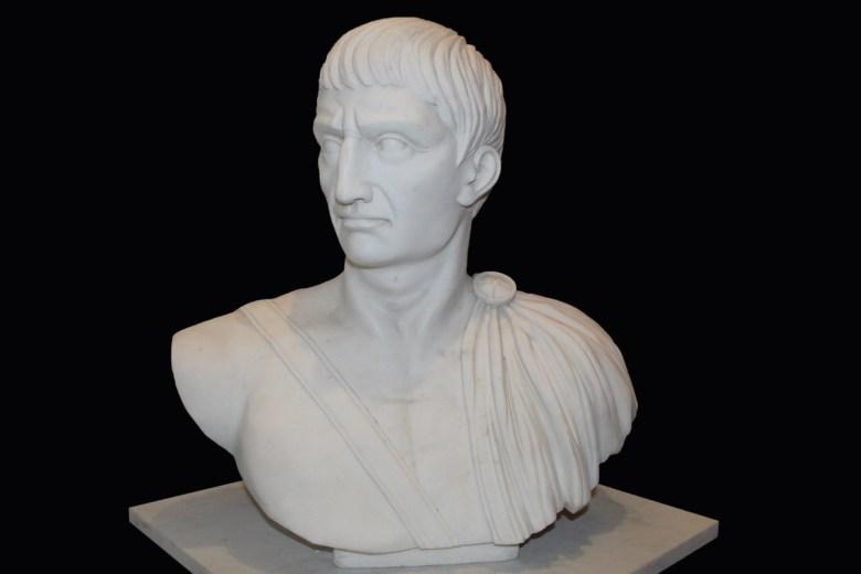 Busto di Giulio Cesare in Marmo Bianco di Carrara