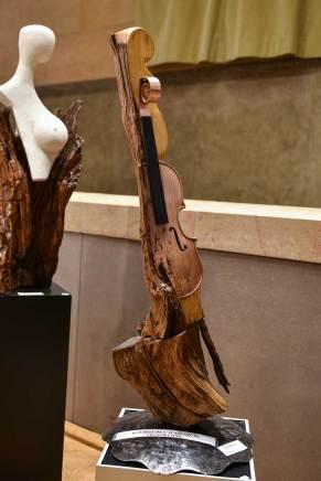 MEDAILLE DE L'ACADEMIE DE VILLEFRANCHE Jacky PECHEUR pour la sculpture n° 162 « Et la femme créa le violon »