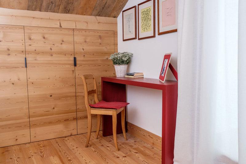 Il caminetto può essere rimosso o rivestito con elementi decorativi, oppure reso puramente estetico con la canna fumaria chiusa. Idee Originali Per L Arredamento Delle Case Di Montagna News Gabetti