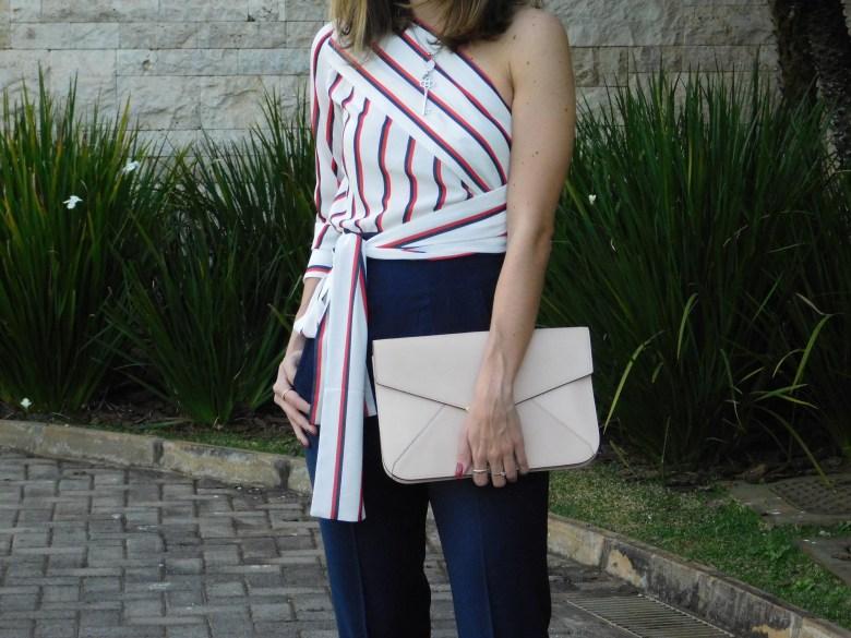 blusa listrada de um ombro só, moda, estilo, tendência, inspiração, look do dia, Gabi May, one-shoulder striped top, fashion, style, inspiration, trend, ootd