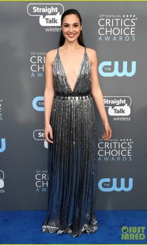 critics' choice awards 2018, moda, estilo, looks, vestidos longos, celebridades, fashion, style, inspiration, gowns, celebrities, gal gadot