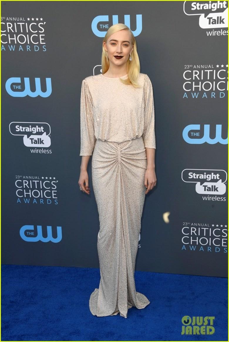 Critics' Choice Awards 2018, moda, estilo, looks, vestidos longos, celebridades, fashion, style, inspiration, gowns, celebrities, saoirse ronan