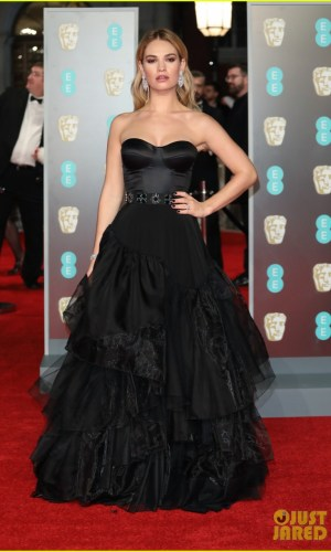 BAFTAs 2018, tapete vermelho, celebridades, looks, vestidos longos, moda, estilo, premiação, time's up, red carpet, celebrities, fashion, style, outfits, gowns, lily james