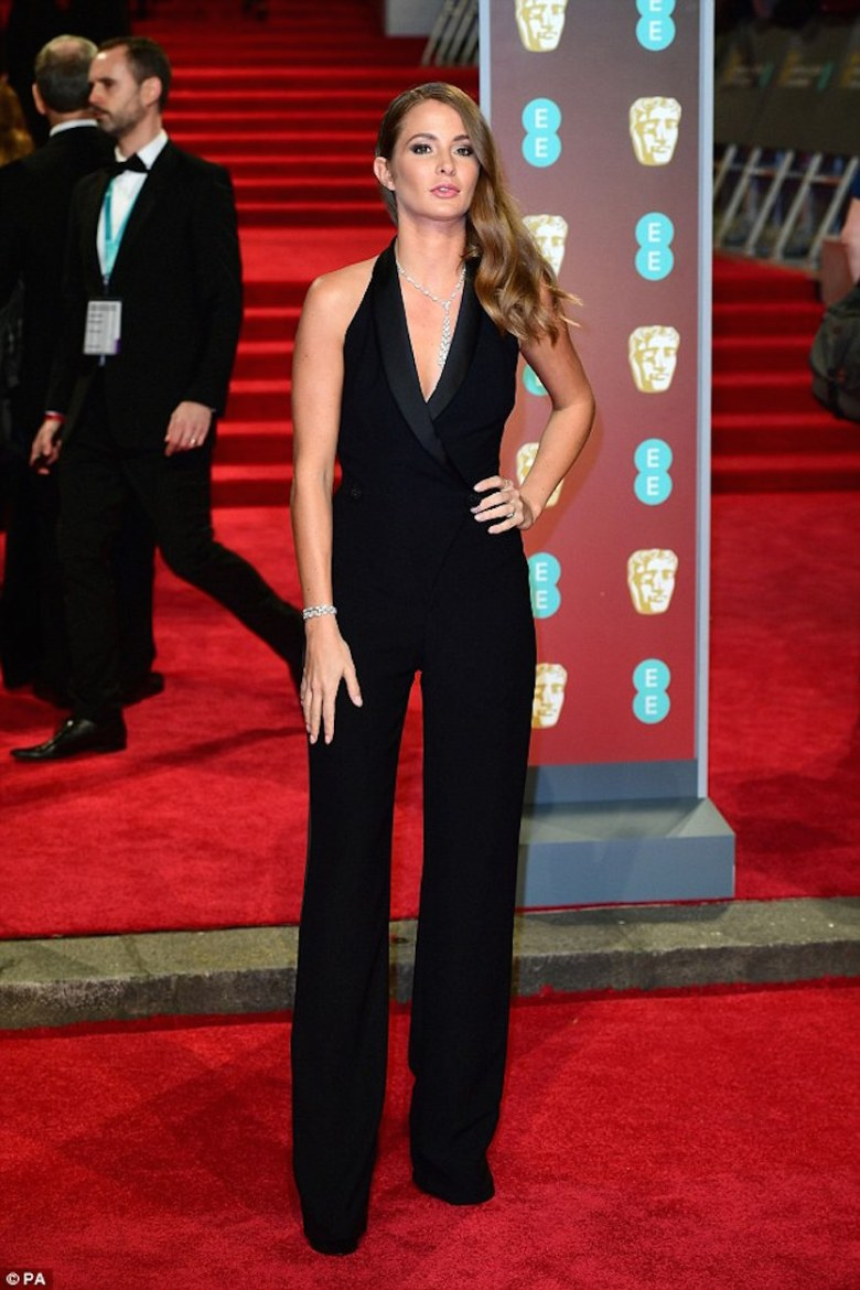 BAFTAs 2018, tapete vermelho, celebridades, looks, vestidos longos, moda, estilo, premiação, time's up, red carpet, celebrities, fashion, style, outfits, gowns, millie mackintosh