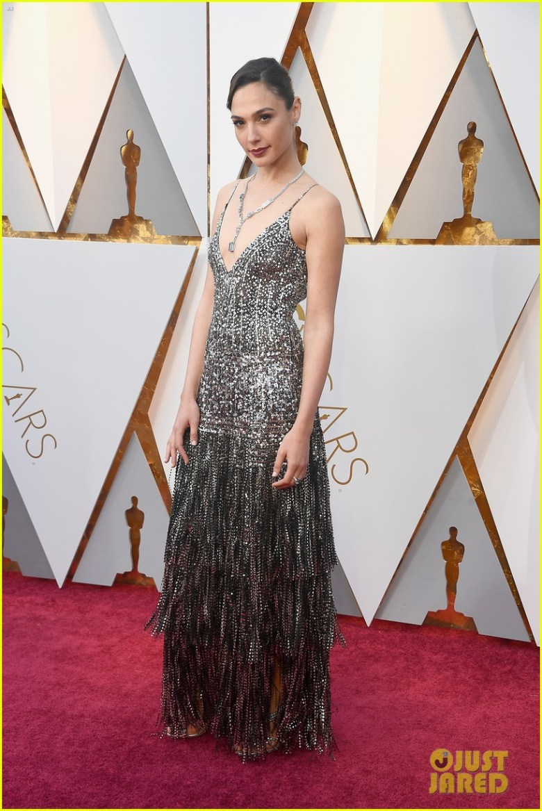 oscar 2018, tapete vermelho, celebridades, premiação, moda, estilo, looks, vestido longo, 2018 oscars, red carpet, celebrities, award season, fashion, style, gowns, outfits, gal gadot