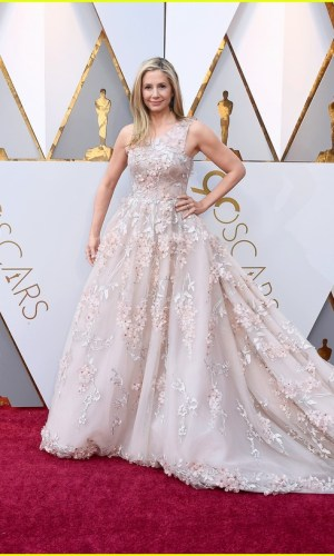 oscar 2018, tapete vermelho, celebridades, premiação, moda, estilo, looks, vestido longo, 2018 oscars, red carpet, celebrities, award season, fashion, style, gowns, outfits, mira sorvino