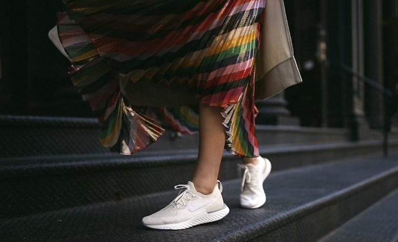 saia midi e tênis, moda, estilo, tendência, looks, inspiração, midi skirt and sneaker, fashion, style, inspiration, trend, outfits