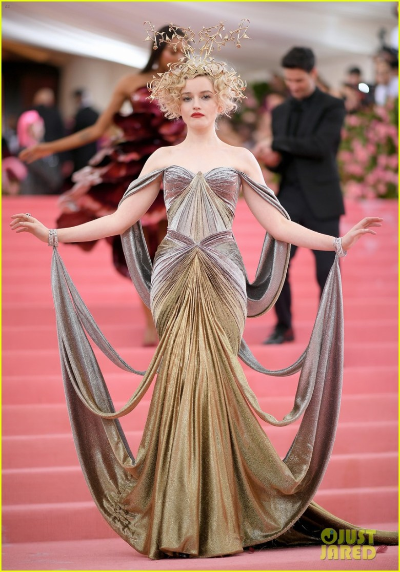 MET Gala 2019, Baile do Met, moda, estilo, celebridades, looks, Camp, fashion, style, red carpet, julia garner, zac posen