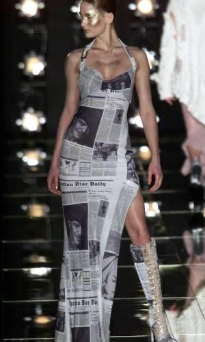 christian dior fall 2000 newspaper print, estampa de jornal
