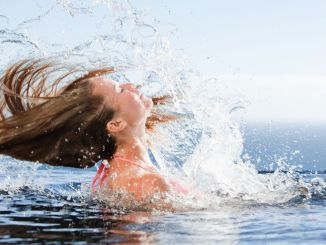 cuidados de el pelo en el mar